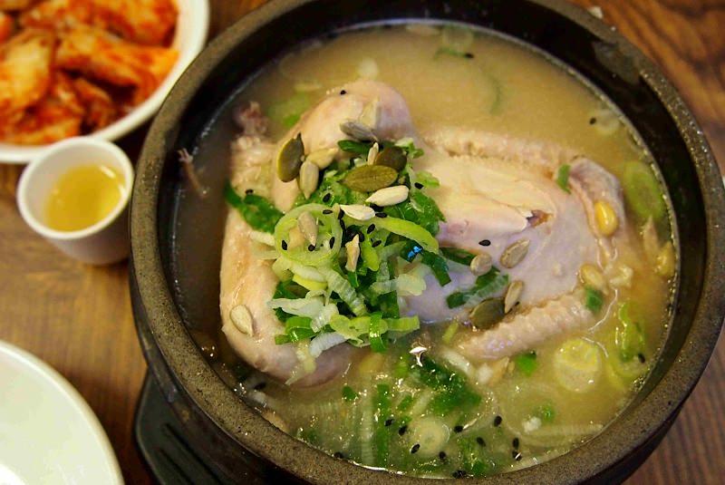 سامگ یتانگ سوپ مرغ و جینسینگ - غذا در کره جنوبی