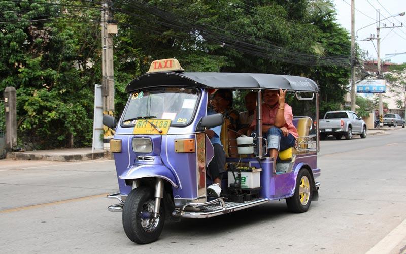 سه چرخه  مانیل - حمل و نقل عمومی در فیلیپین