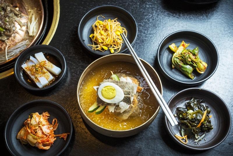 نائنگ میئون نودل سرد گندم سیاه - غذا در کره جنوبی