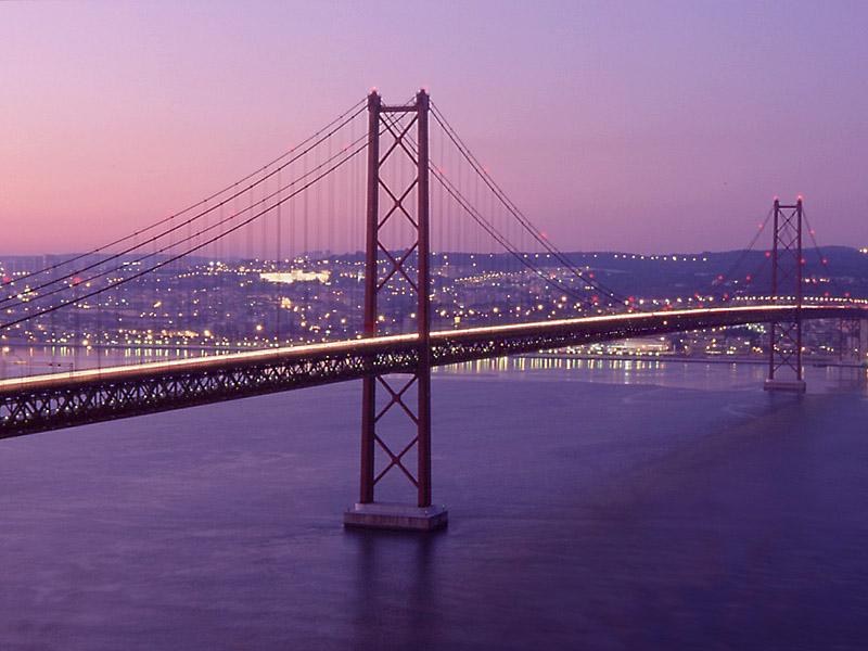 پل ۲۵ آوریل پرتغال - اماکن تفریحی پرتغال