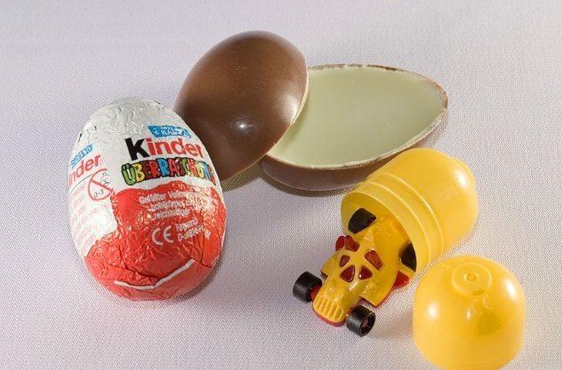 تخم مرغ شانسی کیندر - 10 غذای معروف و 10 غذای ممنوع در آمریکا