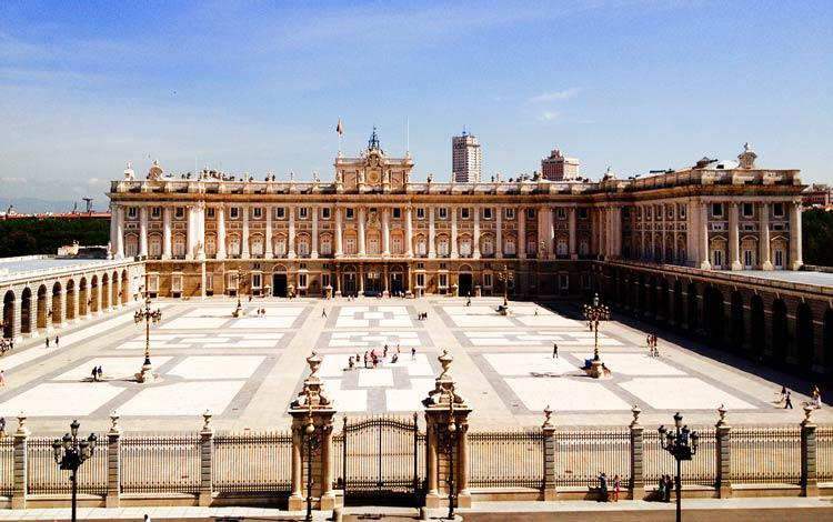 کاخ سلطنتی مادرید - شهرهای اسپانیا