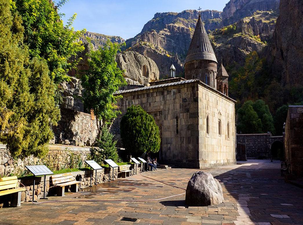 صومعه گغارد 6 1 - صومعه گغارد ایروان، ارمنستان