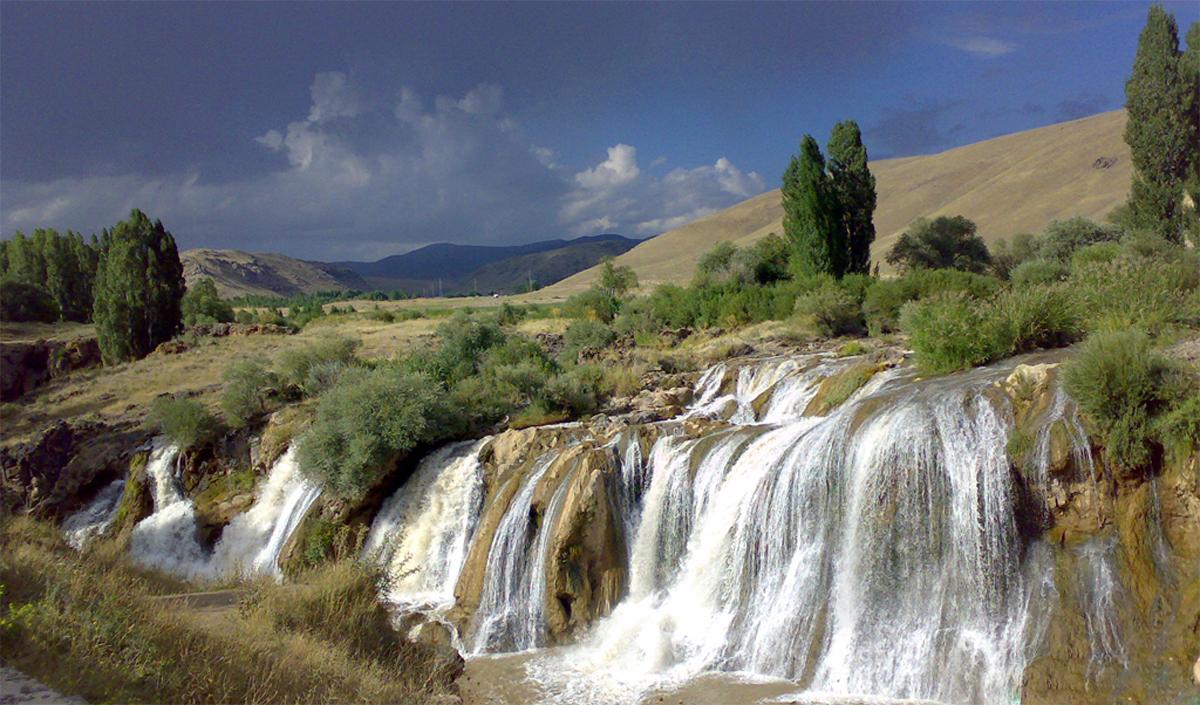 آبشار مرادیه در شهر وان