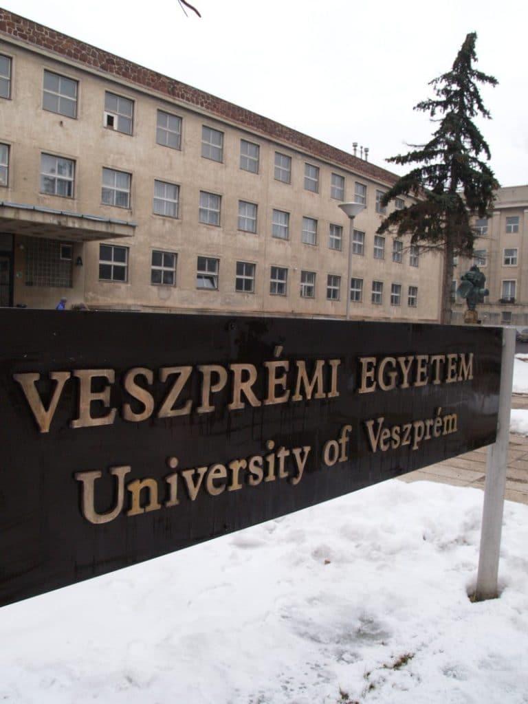 انشگاه علوم کشاورزی پانون - تحصیل در مجارستان