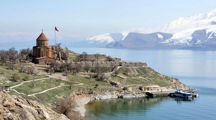 جزیره و کلیسای آکدامار (آختامار)