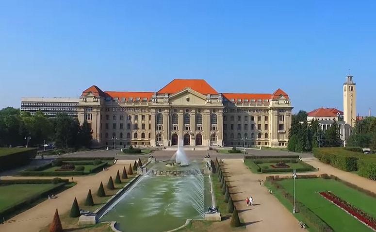 دانشگاه دبرسن - تحصیل در مجارستان