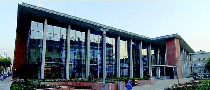 دانشگاه علوم پزشکی سملوایز در بوداپست - تحصیل پزشکی و دندان پزشکی در مجارستان