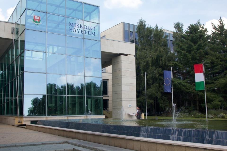 دانشگاه فنی و مهندسی میشکولس - تحصیل در مجارستان