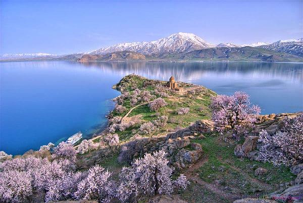 دریاچهی وان