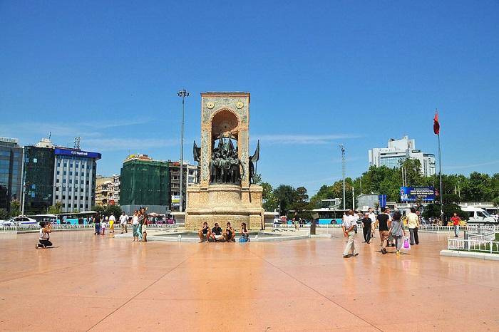 میدان تکسیم 2