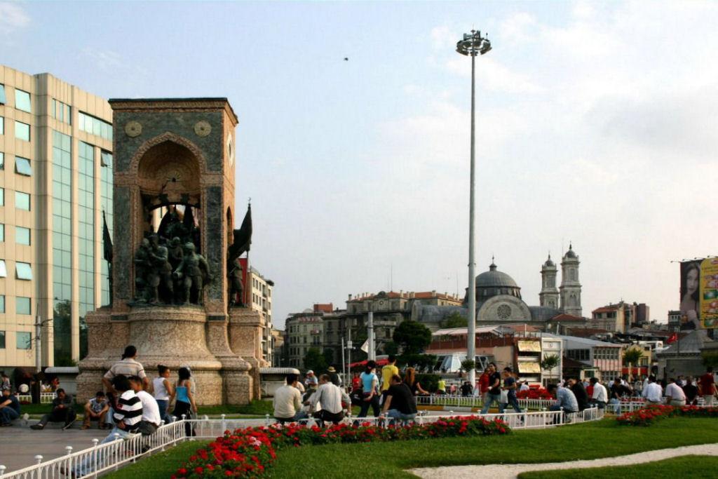 میدان تکسیم 5