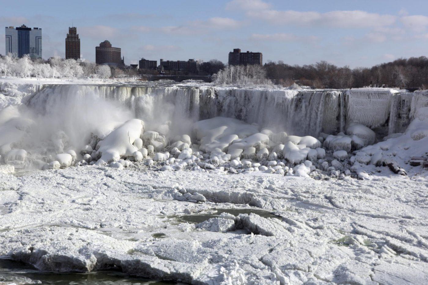 یخ زدن آبشار نیاگارا - یخزدگی بخشهایی از آبشار نیاگارا