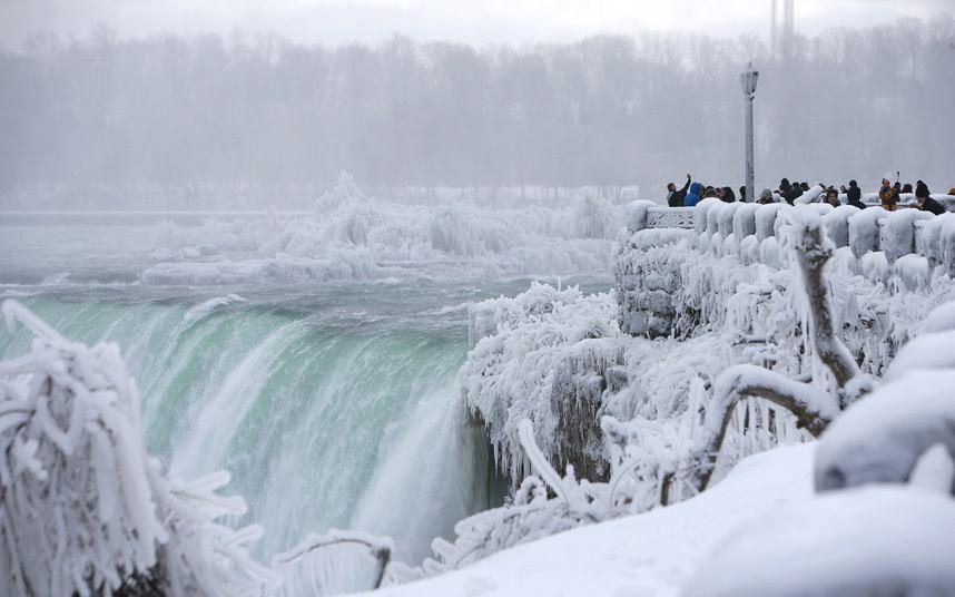 یخ زدن آبشار نیاگارا2 - یخزدگی بخشهایی از آبشار نیاگارا
