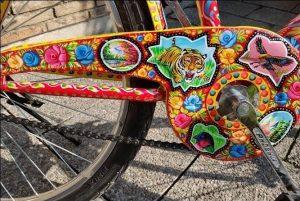 000000 300x201 - هنر کامیون آرائی روی دوچرخه سفیر آلمان در پاکستان