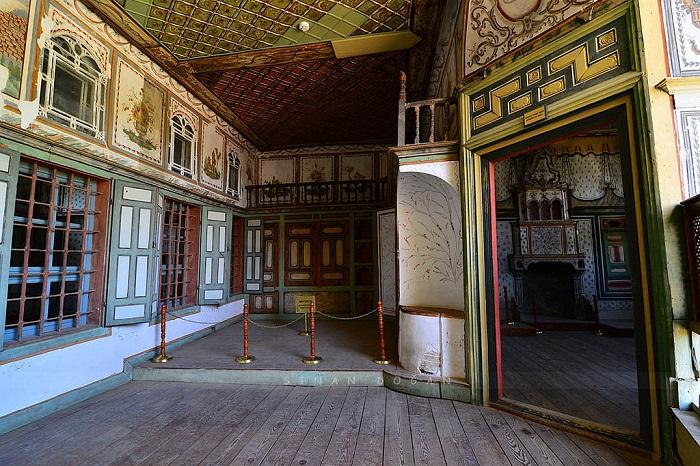 کاخ بیرگی کاکی راگا