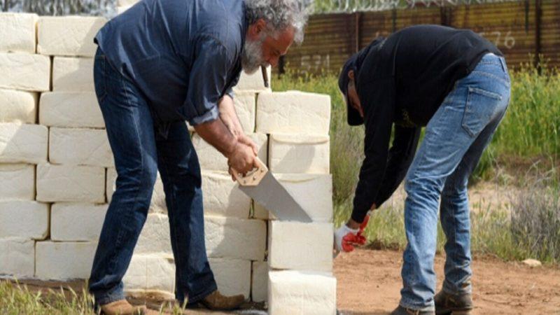 ساخت دیوار پنیری توسط هنرمند مونترالی - ساخت دیوار پنیری توسط هنرمند مونترالی
