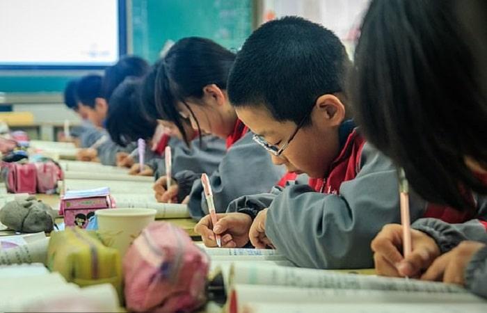 ممنوعیت موبایل چین - ممنوعیت حمل موبایل و تبلت در مدارس چین